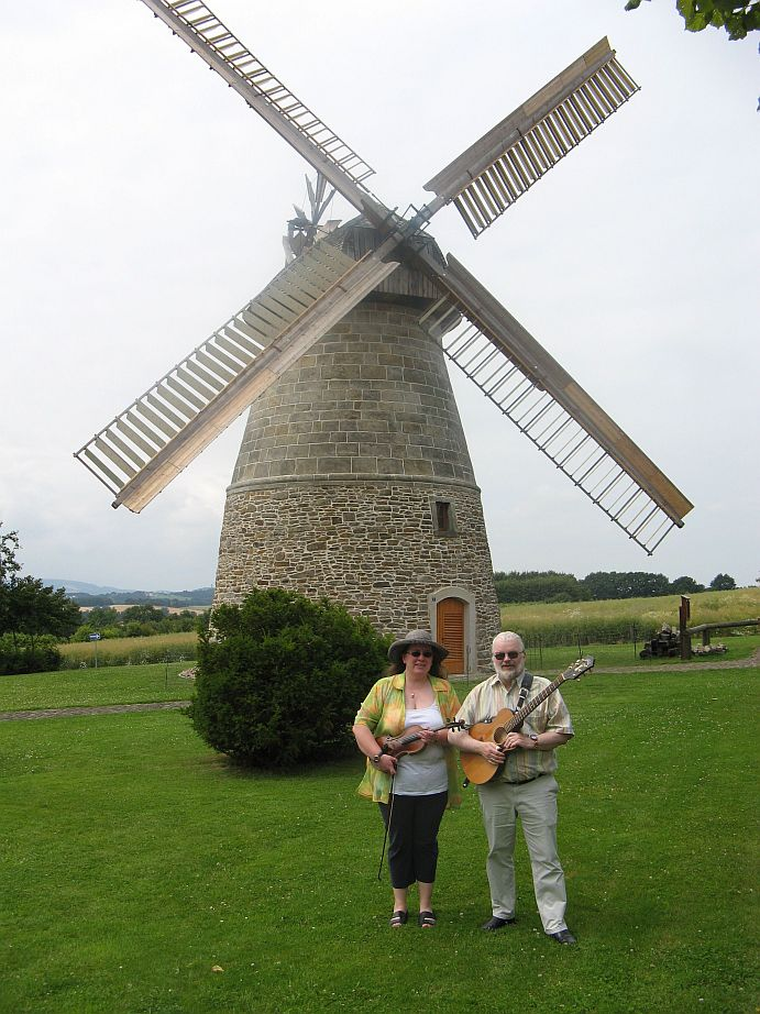 Windmühle Eisbergen, Juni 2009  (Foto: Hans Bonorden)